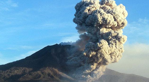 Endonezya'daki Sinabung Yanardağı üç gün içinde ikinci kez patladı