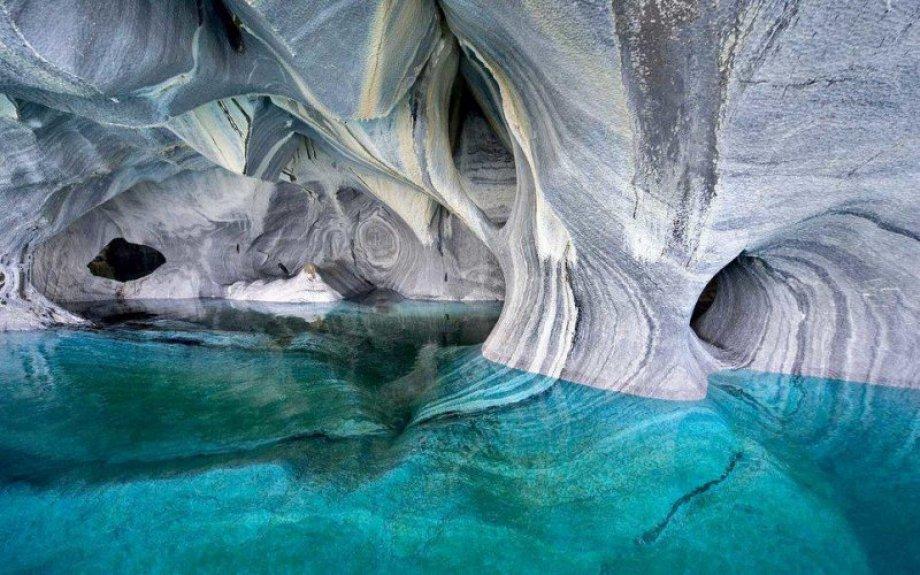 Rengi mevsime göre değişen mermer mağaraları