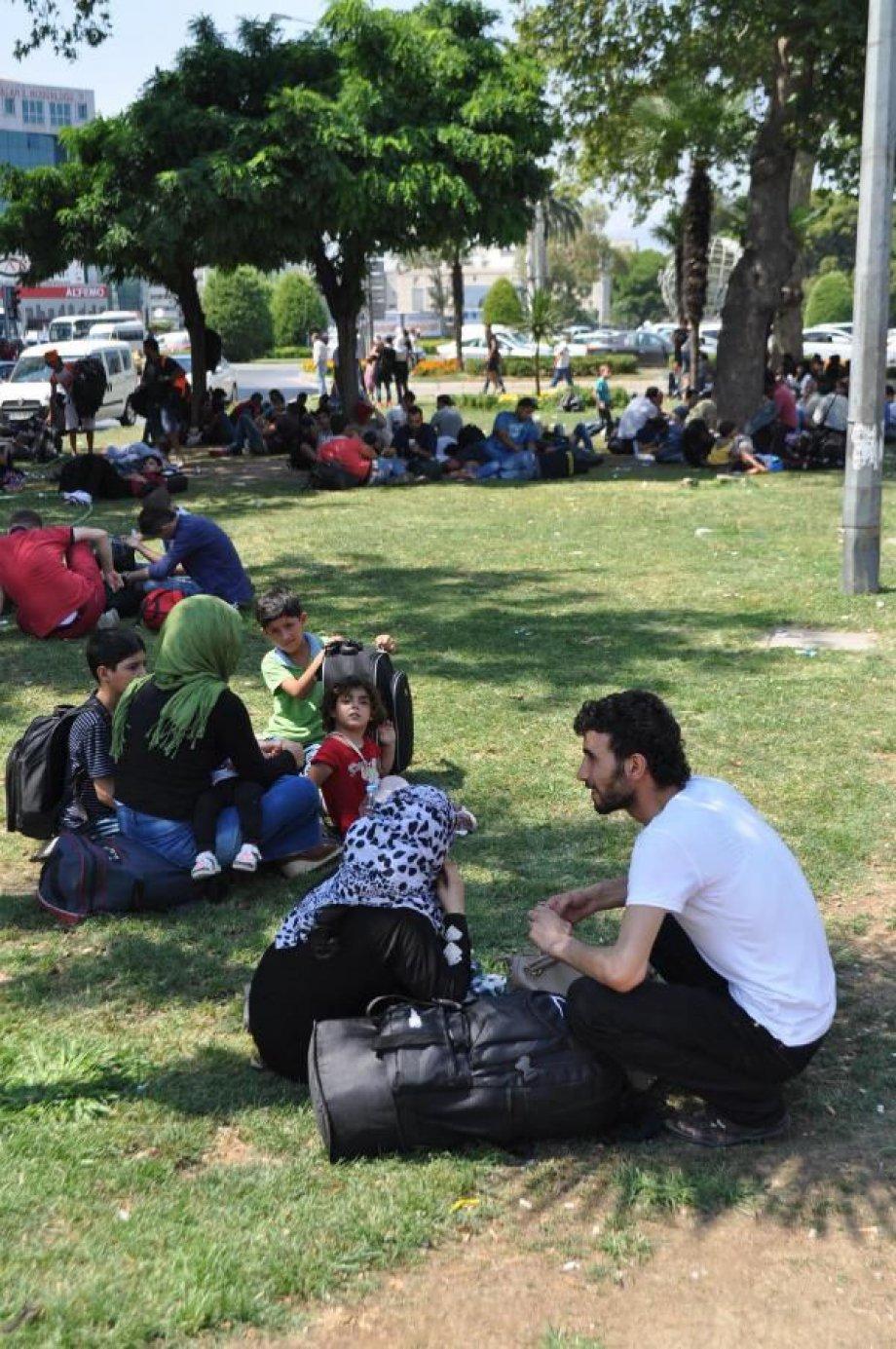İzmir'de sayıları artan Suriyeliler'in dramı yürek burktu