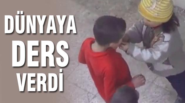 Ekmeğini Paylaşan Küçük Suriyeli Kız Dünyaya Ders Verdi