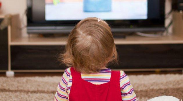 Ekran başında 2 saatten fazla zaman geçiren çocuklar sağlık problemleriyle karşı karşıya