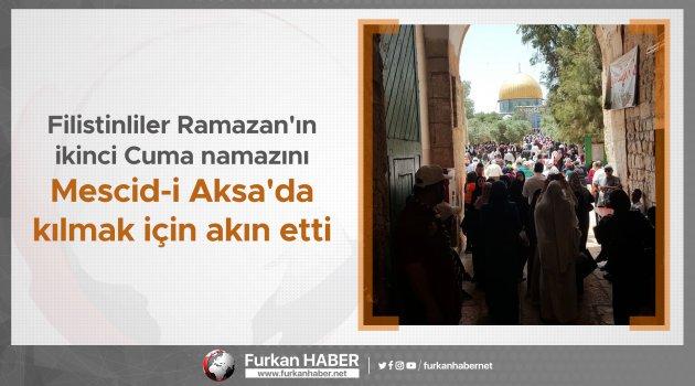 Filistinliler Ramazan'ın ikinci Cuma namazını Mescid-i Aksa'da kılmak için akın etti