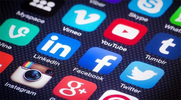 Gençler sosyal medyada günde en az 3 saat geçiriyor