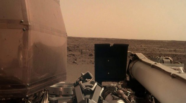 InSight Mars'tan ilk net fotoğrafı gönderdi