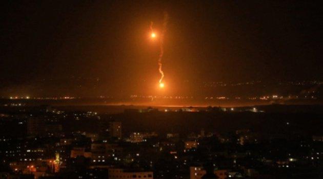 Katil İsrail'in savaş uçakları Gazze'de bir apartman ve oteli hedef aldı