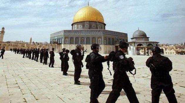 Siyonist İsrail'den Mescid-i Aksa'ya gece baskını