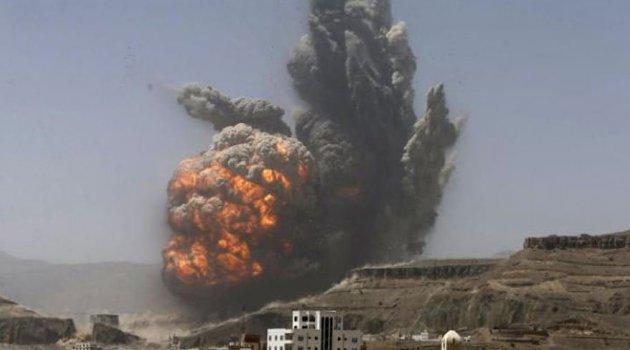 Suudi Arabistan Yemen'i Bombalıyor