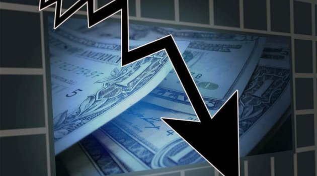 Türkiye ekonomisi yılın ilk 4 ayında yüzde 2,6 daraldı