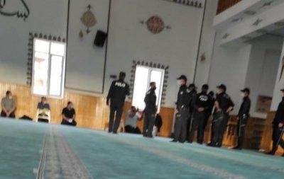 Gaziantep Emniyetinden Skandal Görüntüler! Camide içinde Kur'an okuyanı darp ettiler! Biber gazı sıktılar!