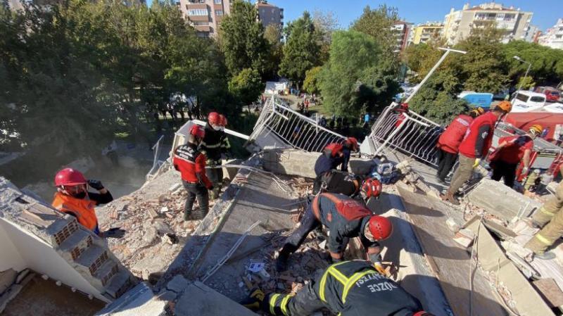 İzmir depreminde ölü ve yaralı sayısı artıyor