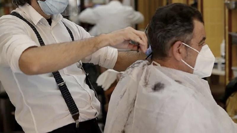 Berber, kuaför, güzellik salonlarında müşteri ve çalışanlar konuşmayacak