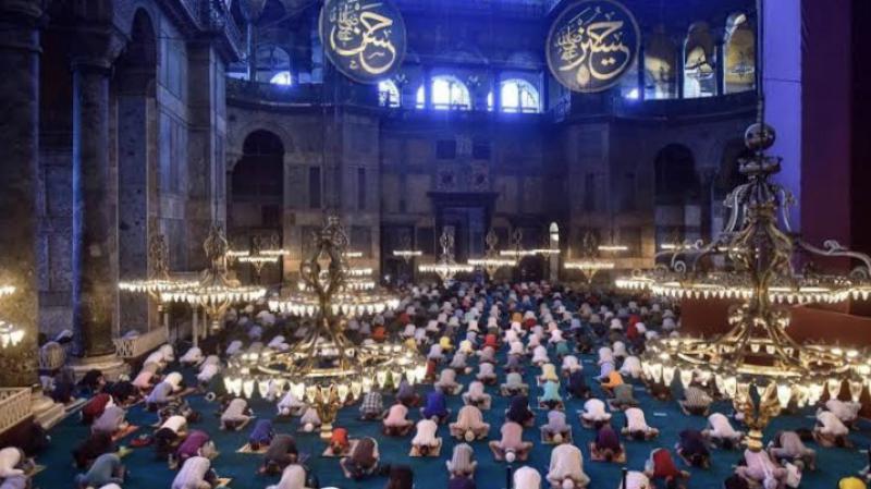 Ayasofya Camii'nde 86 yıl sonra bayram namazı kılındı