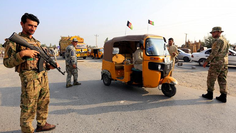 Afganistan'da ateşkesin başlamasına saatler kala bomba yüklü araç patlatıldı: 17 ölü, 21 yaralı