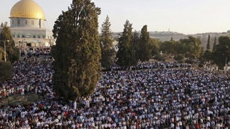 Mescid-i Aksa'da on binlerce Müslüman Bayram Namazı kıldı