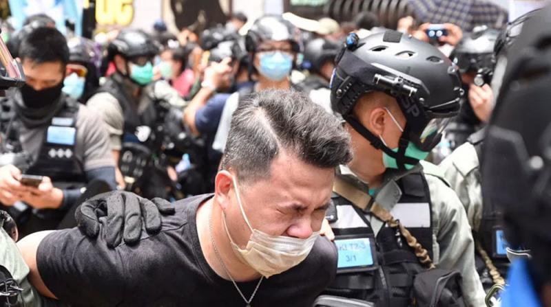 Hong Kong'daki Gösterilerde 30 Kişi Gözaltına Alındı