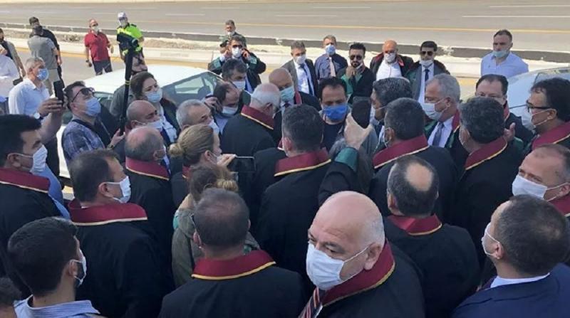 Baro Başkanlarına Polis Müdahalesi