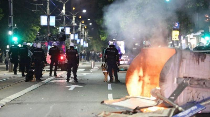 Binlerce İnsan Sokağa Döküldü 43 Polis Yaralandı