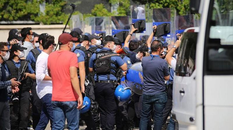 HDP'nin Basın Açıklamasına Müdahale, Bazı İsimler Gözaltına Alındı