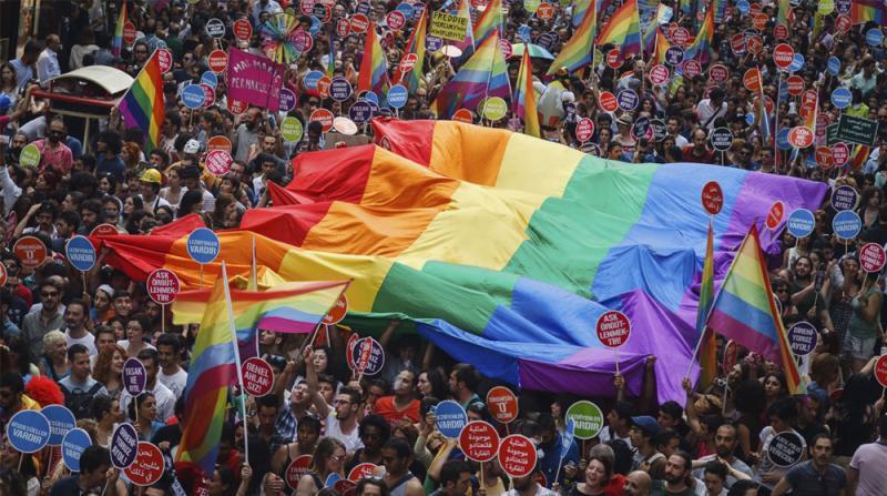 Dr. Murat Gülnar Yazdı | LGBT ÜZERİNDEN TOPLUMSAL ÇÖKÜŞE DOĞRU