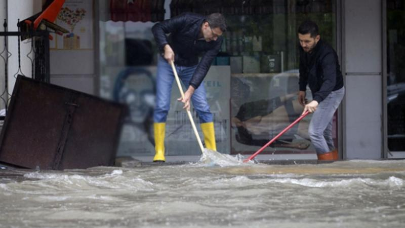 Ankara'da Bazı Bölgelerde Su Baskınları Yaşandı
