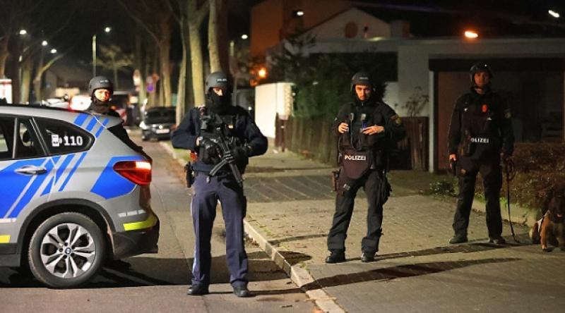 ABD'de bir siyahinin boğazını sıkan polis açığa alındı