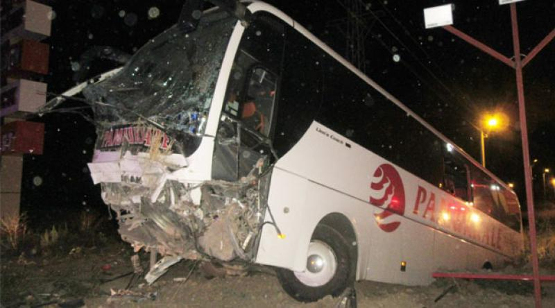 Yolcu otobüsü şarampole düştü: 30 yaralı