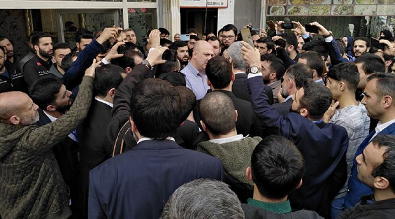 Alparslan Kuytul Hoca'ya İstanbul'da Skandal Engelleme: Konferans Yapacağı Salona Alınmadı
