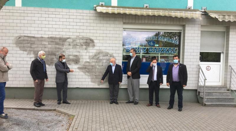 Almanya'da camiye ırkçı saldırı