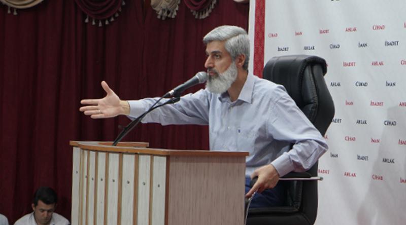 Alparslan Kuytul Hoca'dan Cumalar Camide Kılınmalı Açıklaması