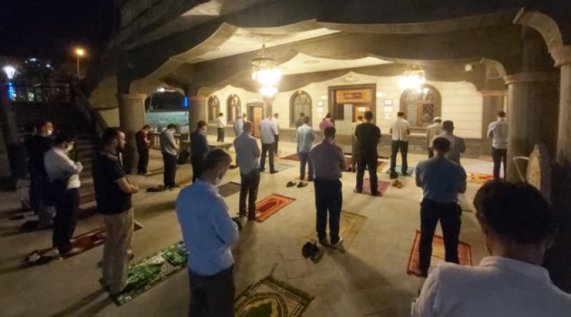 Gaziantep'te Teravih Namazı Kılanlara Bekçi Engeli