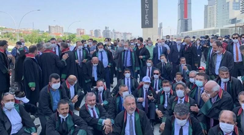 Avukatlardan Ankara Adliyesinde eylem