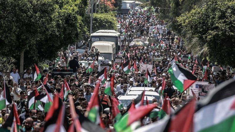 Binlerce Filistinliden intifada çağrısı