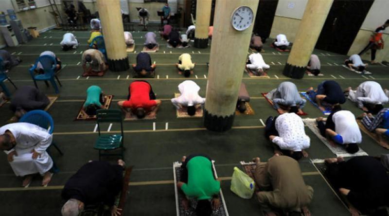 Mısır'da camiler 3 ay aradan sonra yeniden ibadete açıldı