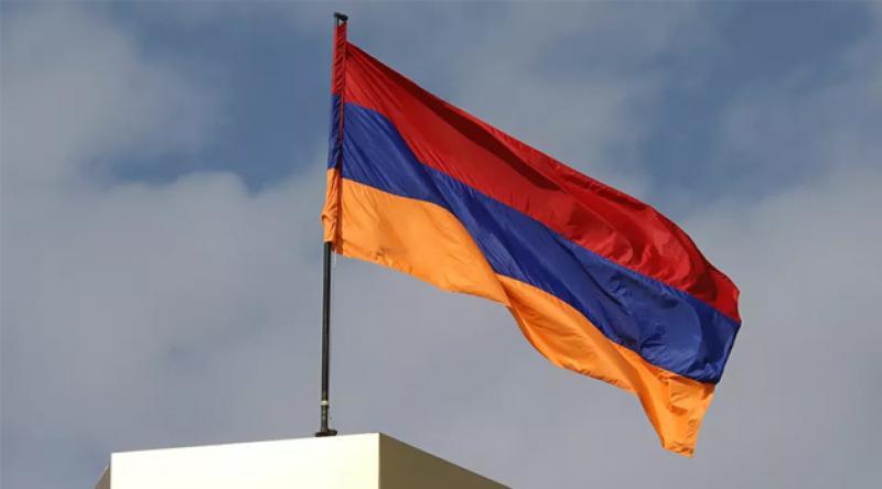 Ermenistan'da eski Başbakan Manukyan muhalefet tarafından geçici hükümet başkanlığına aday gösterildi