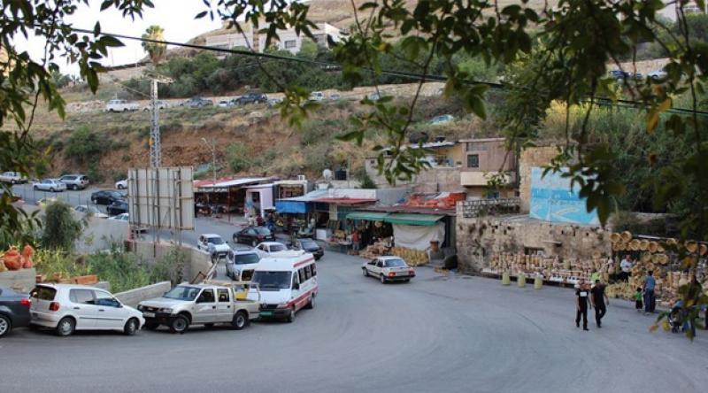 İşgalci askerlerin himaye ettiği yerleşimciler Vadi'l-Bazan köyüne baskın düzenledi