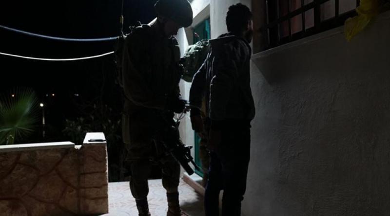 İsrail işgal güçleri 3 Filistinli genci daha tutukladı