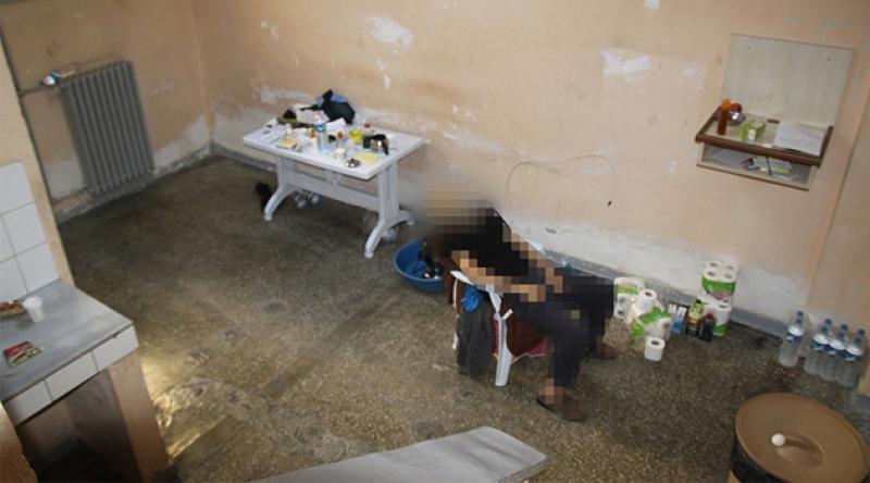 Yürekleri sızlatan görüntü! KHK'lı eski polis hücresindeki plastik sandalyede ölü bulundu!
