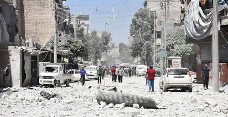 Rus savaş uçakları Halep'i vurdu: Aynı aileden 3 çocuk öldü