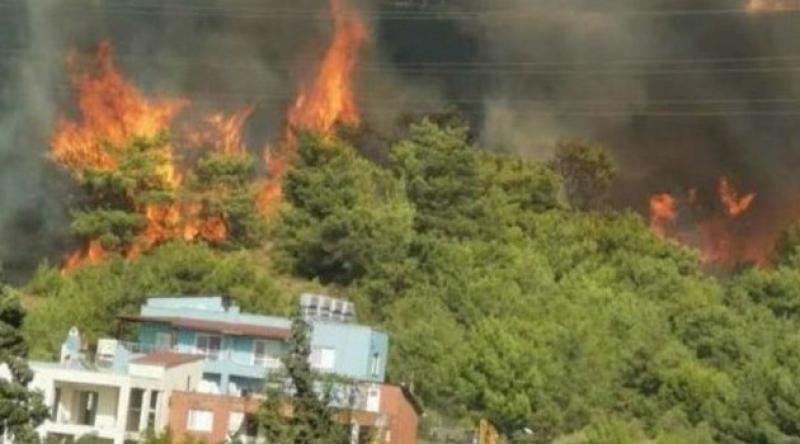 Hatay'da bir yangın daha! Evler tahliye ediliyor