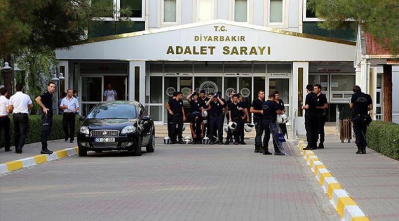 Diyarbakır'da HDP, DBP ve Rosa Kadın Derneği Üyelerine Gözaltı