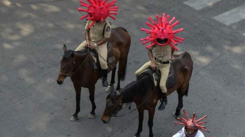 Hint polisi koronavirüs kılığında sokağa çıktı