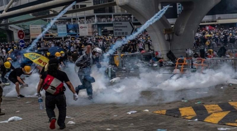 Hong Kong'da protestocular sokaklara geri döndü