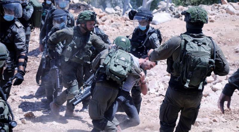 İşgalci İsrail askerleri ilhak planını protesto eden Filistinlilere saldırdı