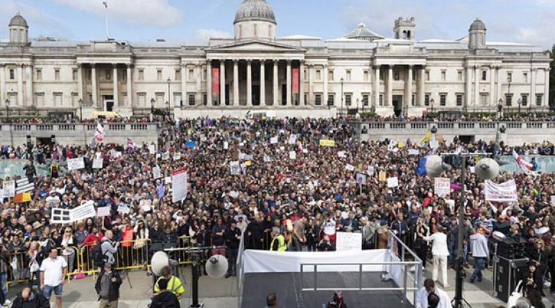 İngiltere'de kovid protestosu: Hükümet yalan söylüyor virüs yok!