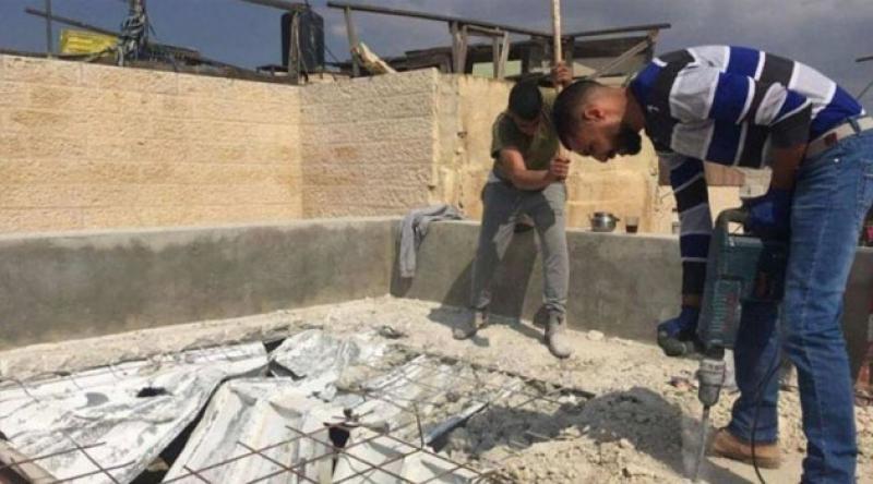 Filistinliler evlerini kendi elleriyle yıkmaya zorlanıyor
