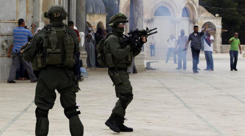 Siyonist işgal rejimi Mescidi Aksa'da Müslümanları alıkoyuyor