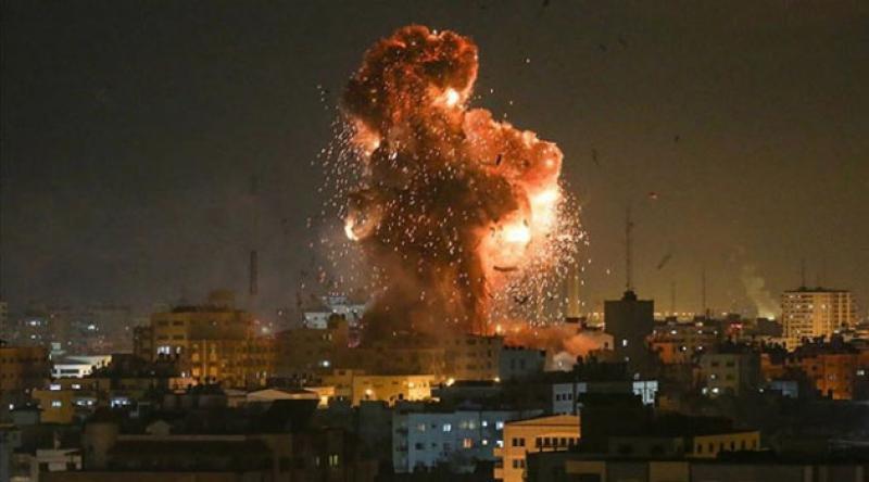 İşgalci İsrail, Gazze'de Hamas'a ait bir noktayı vurdu