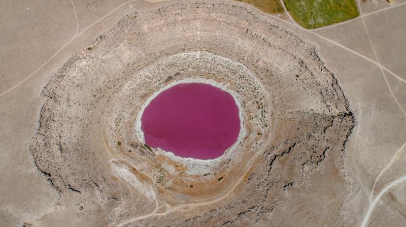Konya'daki Meyil Obruk Gölü pembe renge dönüştü!