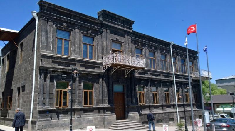 Kars Belediyesi'ne kayyum atandı