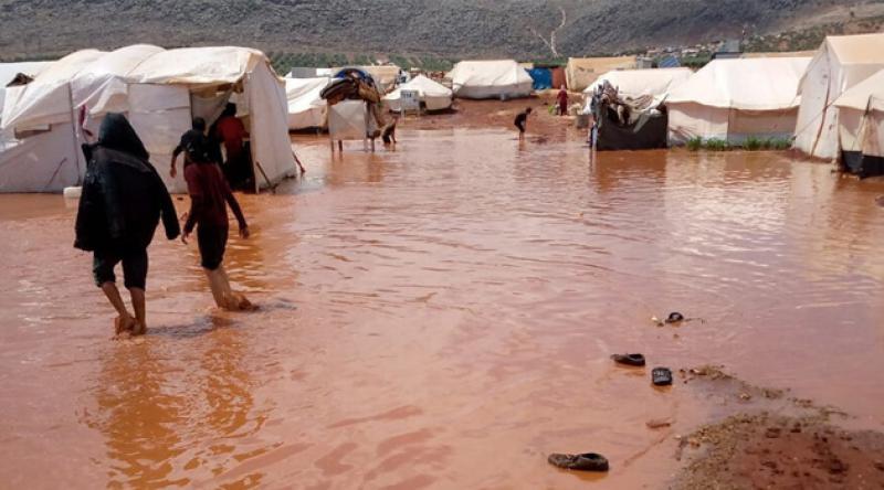 İdlib'deki mülteci kamplarında yaşanan sel nedeniyle 3 çocuk öldü